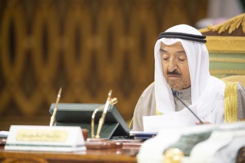 El emir de Kuwait pide al ejército que se prepare…