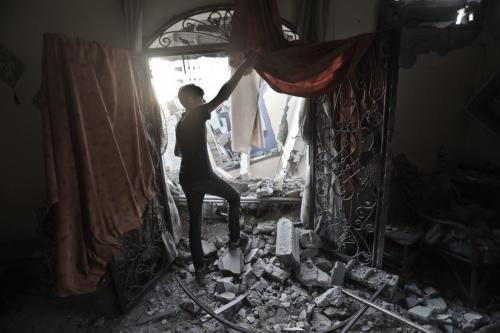 Israel viola la tregua y arrasa la tierra en el…