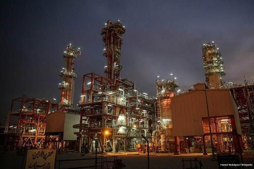 Estados Unidos permite a Iraq importar energía de Irán durante…