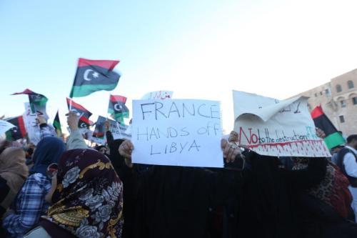 El gobierno de Libia reclama que hay soldados franceses entre…