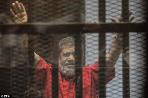 Un tribunal de Egipto aplaza el juicio de Morsi hasta…