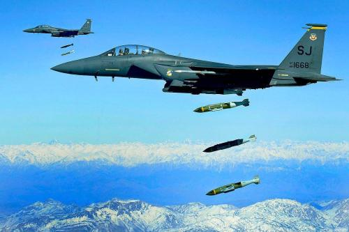 Cazas saudí-estadounidenses F15C sobrevuelan el Golfo Pérsico