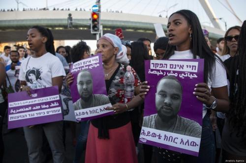 Judíos etíopes se enfrentan a la policía israelí por la…