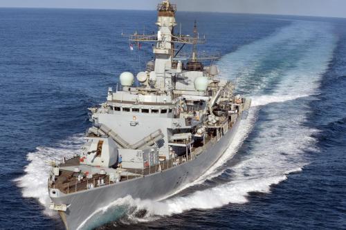 Un buque de guerra británico zarpa en una misión de…