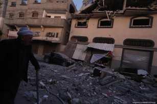 Aviones de ocupación israelíes atacan la casa de la figura de la Yihad Islámica de alto rango, Bahaa Abul-Ata, en la Franja de Gaza, matándolo a él y a su esposa el 12 de noviembre de 2019 [Mohammed Asad / Middle East Monitor]