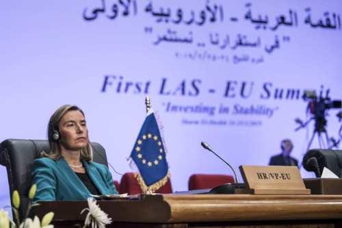 La postura de la Unión Europea sobre los asentamientos de…