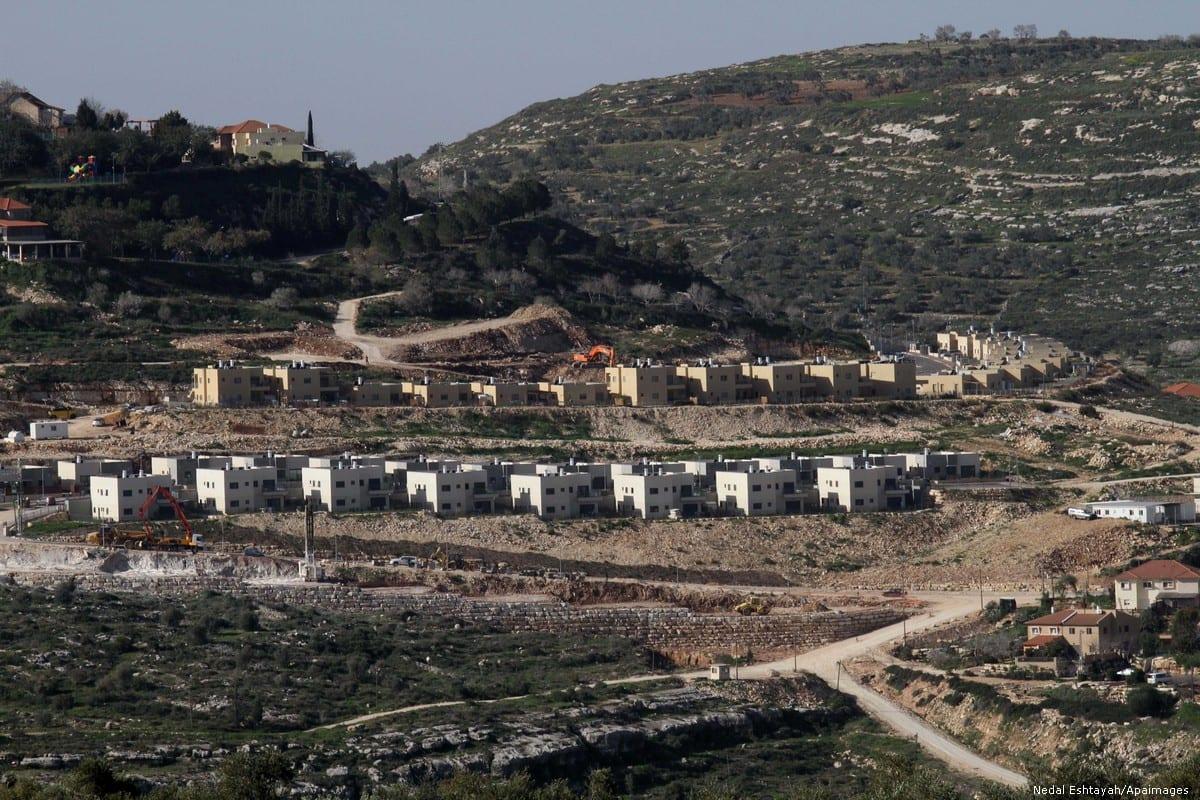 Asentamientos judíos cerca de Naplusa, en Cisjordania ocupada por Israel, el 10 de febrero de 2015 [Nedal Eshtayah / Apaimages]