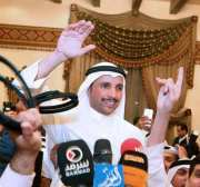 El presidente de la Asamblea Nacional de Kuwait, Marzouq Al-Ghanim (C), es recibido nuevamente como un héroe después de su fuerte ataque contra la delegación israelí durante la conferencia de cinco días de la UIP.