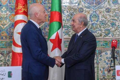 El presidente tunecino llega a Argelia en su primer viaje…