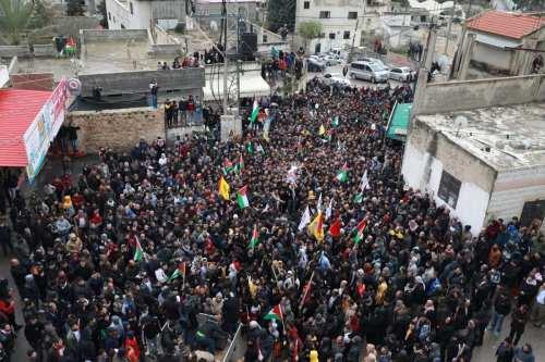 Uno muerto y decenas de heridos durante las protestas en…