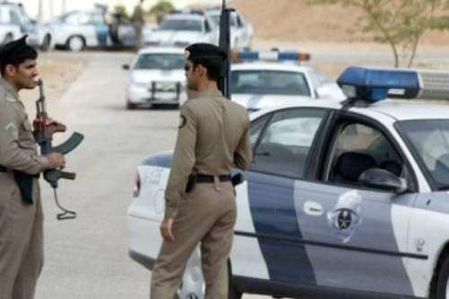 La policía saudita detiene a hombres y mujeres por violar…