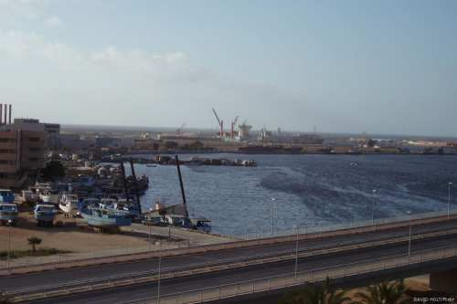 La embajada de EE.UU. en Libia niega la visita de…