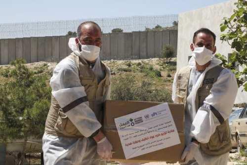 Los palestinos alivian las restricciones contra el coronavirus en la…