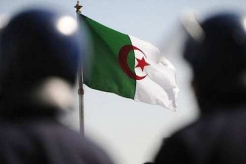 Argelia convoca a su embajador en París para consultas