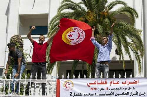 Túnez: La policía usa gas lacrimógeno para dispersar las manifestaciones…