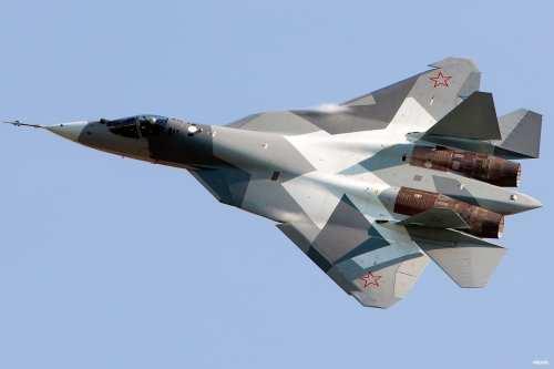 Aviones sirios y rusos observados en la base aérea libia…