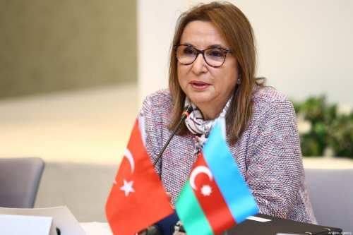 Turquía y Libia firman acuerdos económicos y comerciales