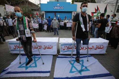 """Los palestinos protestan contra el """"acuerdo de paz"""" entre Bahrein…"""