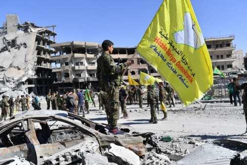 Las milicias kurdas entregan a un huérfano de Daesh al…