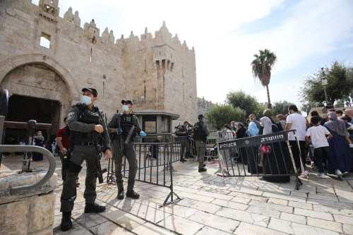 La policía israelí limita el acceso de los palestinos a…