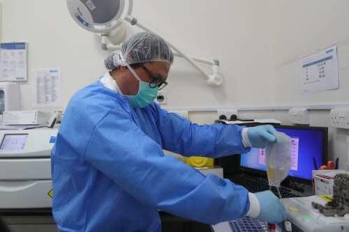 Qatar firma un acuerdo para comprar la vacuna Moderna COVID-19