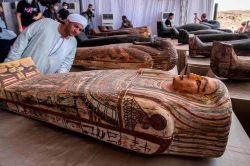 Egipto revela 59 sarcófagos antiguos en un gran descubrimiento arqueológico