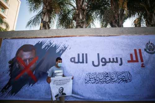Arabia Saudí condena las caricaturas francesas abusivas, pero no apoya…
