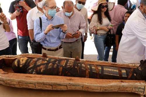 Egipto abre un antiguo sarcófago sellado hace 2.500 años