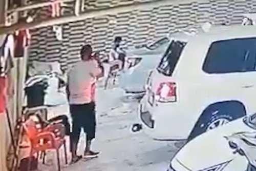 Un hombre saudí esquiva la muerte