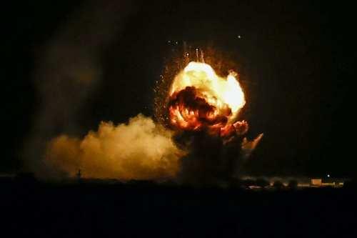 El ejército israelí bombardea el oeste y el sur de…