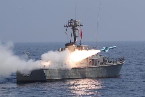 Irán dispara misiles de largo alcance al Océano Índico en…