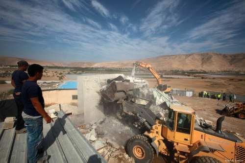Soldados israelíes demuelen un pozo y dos caravanas en Cisjordania