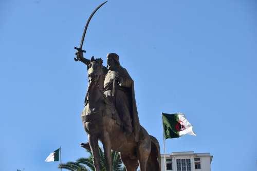 Los familiares de un emir argelino rechazan la construcción de…