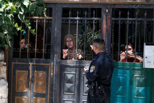 Un tribunal israelí desaloja a 6 familias de Jerusalén para…