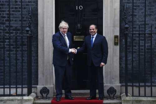 Reino Unido y Egipto refuerzan sus lazos mientras se agravan…