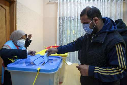 Los aspirantes a la presidencia de Libia acuerdan respetar los…