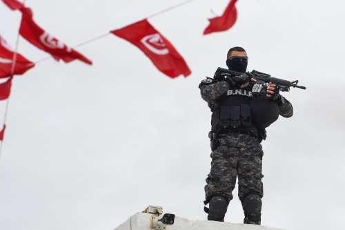Una explosión mata a 4 soldados en el oeste de…