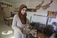 Walaa Abu Aisha, carpintera palestina en Gaza [Mohammed Asad/Middle East Monitor].