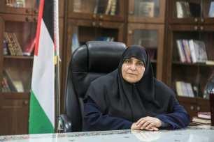 Jamila Al-Shanti, se convirtió en la primera mujer en ser elegida miembro del buró político de Hamás, en la ciudad de Gaza, el 24 de marzo de 2021 [Ali Jadallh/Agencia Anadolu].