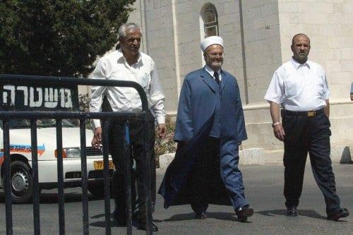 Israel detiene al imán de la mezquita de Al-Aqsa, el…