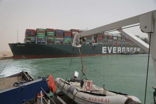 Crisis del Canal de Suez: Los buques de carga cambian…