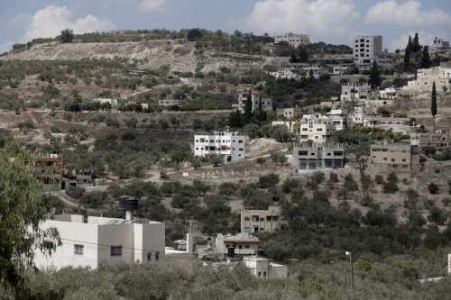 Un alcalde palestino es agredido por colonos israelíes mientras salvaba…