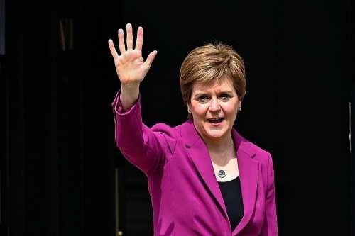 Reino Unido: La líder escocesa condena los ataques de Israel…