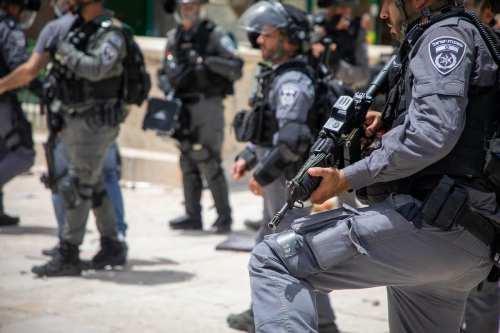 La policía israelí mata de un disparo a un palestino…