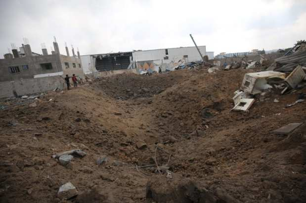 Israel ataca una fábrica de hielo al sur de la ciudad de Gaza [Mohammed Asad/MonitordeOriente].