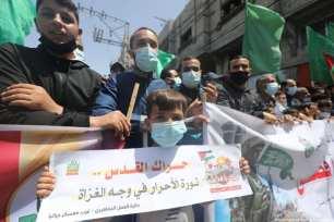 Los palestinos se reúnen en Gaza en apoyo de Jerusalén y de la mezquita de Al-Aqsa después de que el lugar sagrado musulmán fuera testigo de una semana de ofensivas y ataques israelíes, 30 de abril de 2021 [Mohammed Asad/Middle East Monitor].