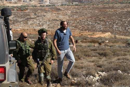 Israel derriba 72 edificios y desplaza a decenas de palestinos…