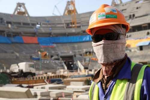 Qatar se compromete a mejorar el bienestar de los trabajadores,…