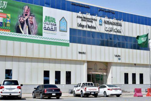 Las universidades saudíes despiden a más de 100 académicos de…