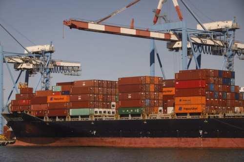 Funcionarios israelíes afirman que un buque de carga podría haber…